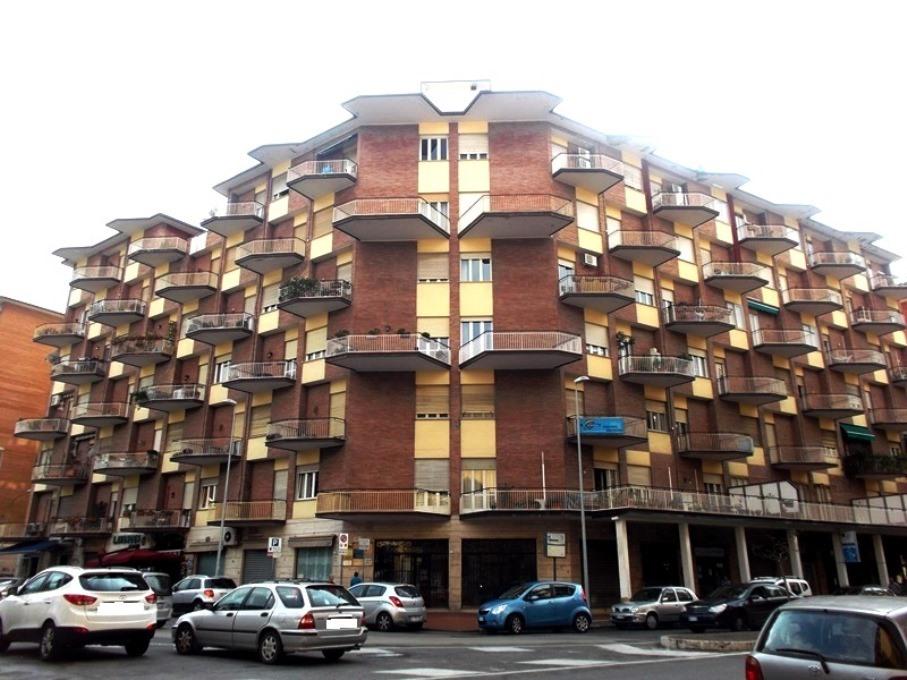 LUMINOSO APPARTAMENTO E BOX-AUTO IN CENTRO CITTA'